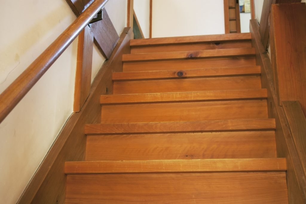 急な階段 危険