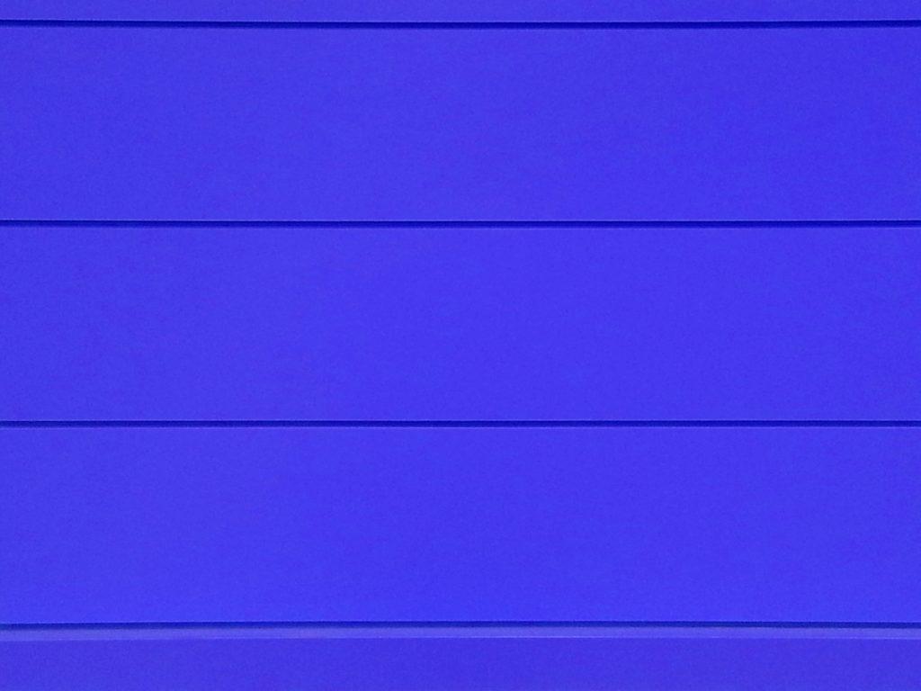 青色の外壁