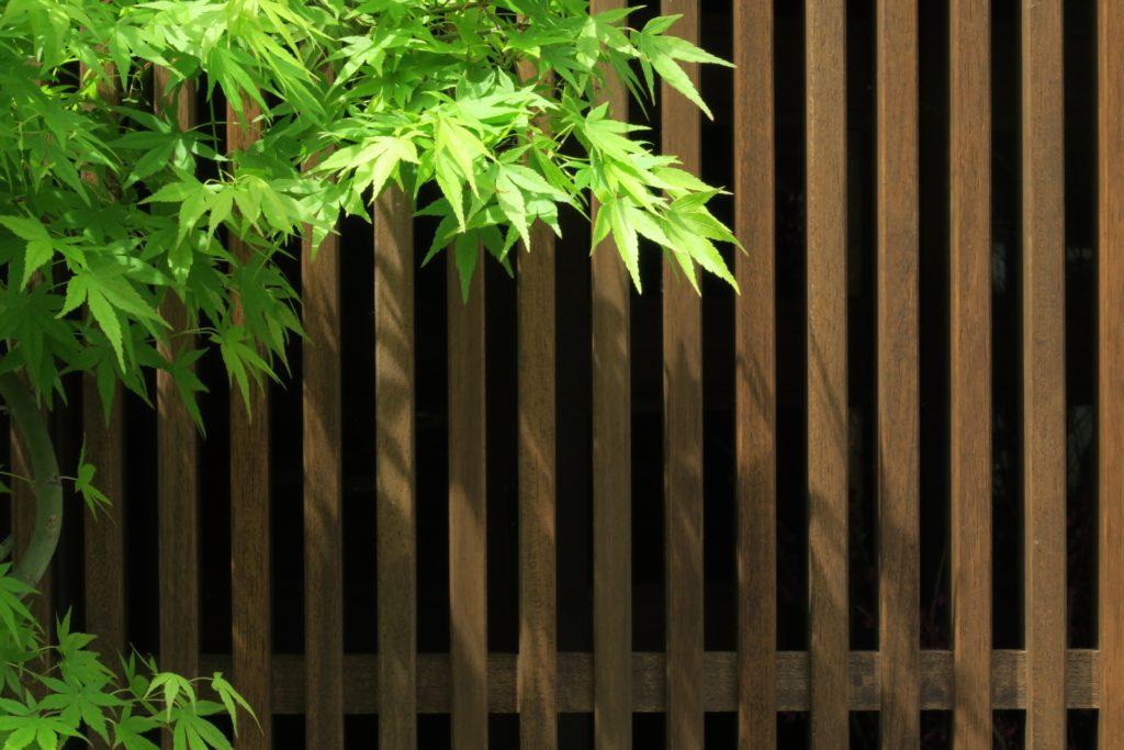 天然木の目隠し壁